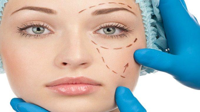 Ooglidcorrectie plastisch chirurg of oogarts